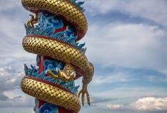Statua di Dargon sulla statua del drago del tetto del santuario sul tetto del tempio della porcellana come arte asiatica Fotografia Stock