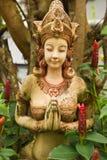 Statua di Femal nel giardino, tailandese Fotografia Stock