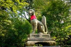 Statua di Fox nel santuario di Fushimi Inari - Kyoto, Giappone Fotografia Stock Libera da Diritti