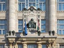 Statua di Franz Liszt sulla facciata di Franz Liszt Academy di musica a Budapest, Ungheria fotografia stock