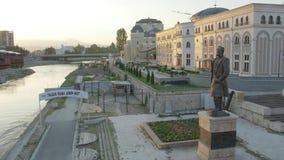 Statua di George Pulevski a Skopje stock footage