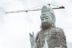 Statua di GuanYin in costruzione in tempio Immagine Stock