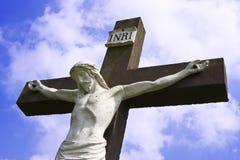 Statua di jesus sulla traversa immagine stock