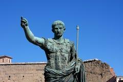 Statua di Julius Caesar Augustus a Roma, Italia fotografia stock libera da diritti