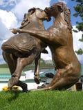 Statua di legno degli stalloni di combattimento alla montagna di Cavallo Pazzo Fotografia Stock