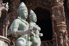 Statua di legno in un tempio Immagini Stock Libere da Diritti