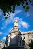 Statua di Leonardo Da Vinci - Piazzadella Scala Arkivbild