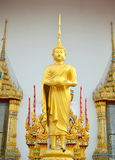 Statua di levarsi in piedi buddha fotografia stock libera da diritti