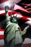 Statua di libertà con la bandiera americana Fotografie Stock Libere da Diritti