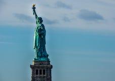Statua di libertà & del tramonto di New York City fotografie stock libere da diritti