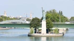 Statua di libertà a Parigi stock footage