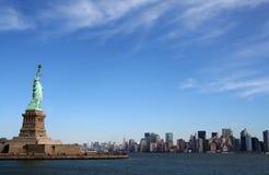 Statua di libertà su Manhattan - New York immagine stock libera da diritti