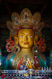 Statua di Maitreya Buddha in gompa di Hemis in Ladakh, India Immagine Stock