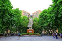 Statua di Mao Zedong al campus universitario Schang-Hai, porcellana di tongji Fotografie Stock Libere da Diritti