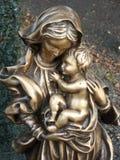 Statua di Maria con Gesù Fotografie Stock