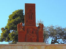 Statua di Maria fuori della chiesa del sepolcro di St Mary Immagini Stock Libere da Diritti
