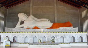 Statua di marmo bianca di Buddha Fotografie Stock