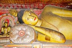 Statua di menzogne del Buddha Fotografia Stock Libera da Diritti
