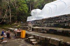 Statua di menzogne di Buddah in montagna del Cu di tum, Vietnam Immagini Stock