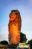 Statua di Merlion sull'isola di Sentosa a Singapore nella sera Fotografia Stock Libera da Diritti
