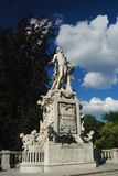 Statua di Mozart a Burggarten a Vienna fotografie stock