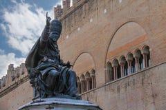 Statua di Papa Paolo V sul quadrato di Cavour a Rimini, Italia Immagine Stock Libera da Diritti