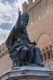 Statua di Papa Paolo V sul quadrato di Cavour a Rimini, Italia Immagini Stock