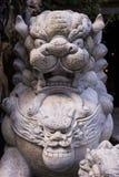 Statua di pietra del leone, architettura asiatica al Vietnam Fotografia Stock Libera da Diritti