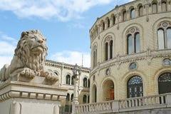 Statua di pietra del leone a Oslo Fotografia Stock Libera da Diritti