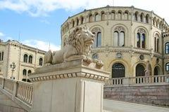 Statua di pietra del leone a Oslo Immagini Stock Libere da Diritti