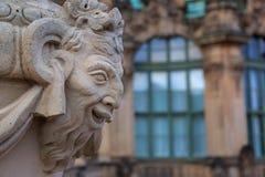 Statua di pietra del primo piano al palazzo di Zwinger a Dresda Immagini Stock Libere da Diritti