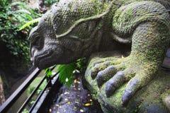 Statua di pietra della lucertola in Ubud, Bali, Indonesia Immagini Stock Libere da Diritti