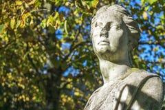 Statua di pietra femminile Fotografie Stock Libere da Diritti