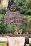 Statua di pietra gigante di Buddha e dell'altare Fotografia Stock