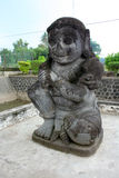 Statua di pietra in tempio di Penataran, Java, Indonesia immagini stock