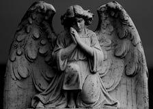 Statua di preghiera di angelo Fotografie Stock Libere da Diritti