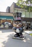 Statua di Punxsutawney Phil fuori della sua tana Fotografia Stock Libera da Diritti