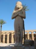 Statua di Ramses 2 in tempiale di Karnak Immagine Stock