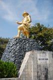 Statua di re Bayint Naung o Bayinnaung Kyawhtin fotografia stock libera da diritti