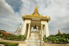 Statua di re Norodom - Royal Palace in Phnom Penh, Cambogia Immagine Stock
