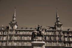 Statua di re Philip III al quadrato di sindaco della plaza a Madrid fotografia stock
