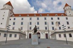 Statua di re Svatopluk nel castello di Bratislava, Slovacchia Fotografia Stock Libera da Diritti
