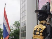 Statua di re Vajiravudh, il sesto monarca della Tailandia Immagini Stock Libere da Diritti