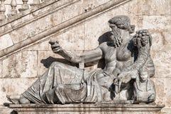 Statua di Roma - Horn di abbondanza Immagine Stock