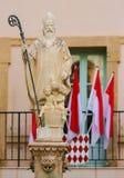 Statua di San Nicola alla cattedrale del Monaco fotografia stock libera da diritti