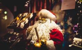 Statua di Santa Claus con la grande barba bianca Fotografia Stock