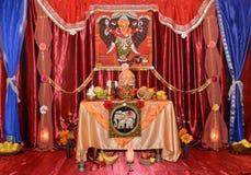 Statua di signore Shiva sull'altare Immagine Stock