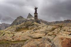 Statua di St Bernard alla st Bernard Pass, Svizzera di grande Fotografie Stock