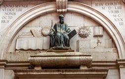 Statua di Thomas Philologus Ravennas, situata a Venezia Immagine Stock