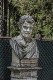 Statua di Tito Lucrezio Caro nei giardini di Borghese della villa fotografia stock libera da diritti